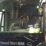 Da zieht er von dannen. Ein letztes Mal als Trainer im #BVB-Bus: Jürgen Klopp. Geknickt, traurig. #BVBWOB #bvb http://t.co/E1m1YgHP6Z