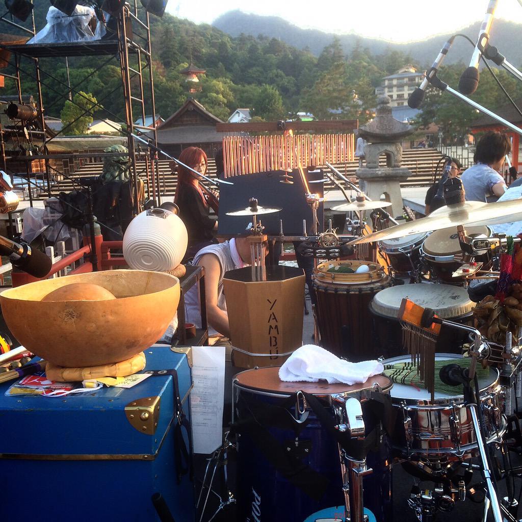 坂本真綾ちゃん Open Air Museum 2015 厳島神社ライブ。 前日リハは晴れていて、素晴らしい景色を観ながらでしたが、当日は雨が降りましたが、水墨画のようなとても神秘的な感じで、真綾ちゃんの歌声も素晴らしかったぁー。 http://t.co/cIl9U807h6