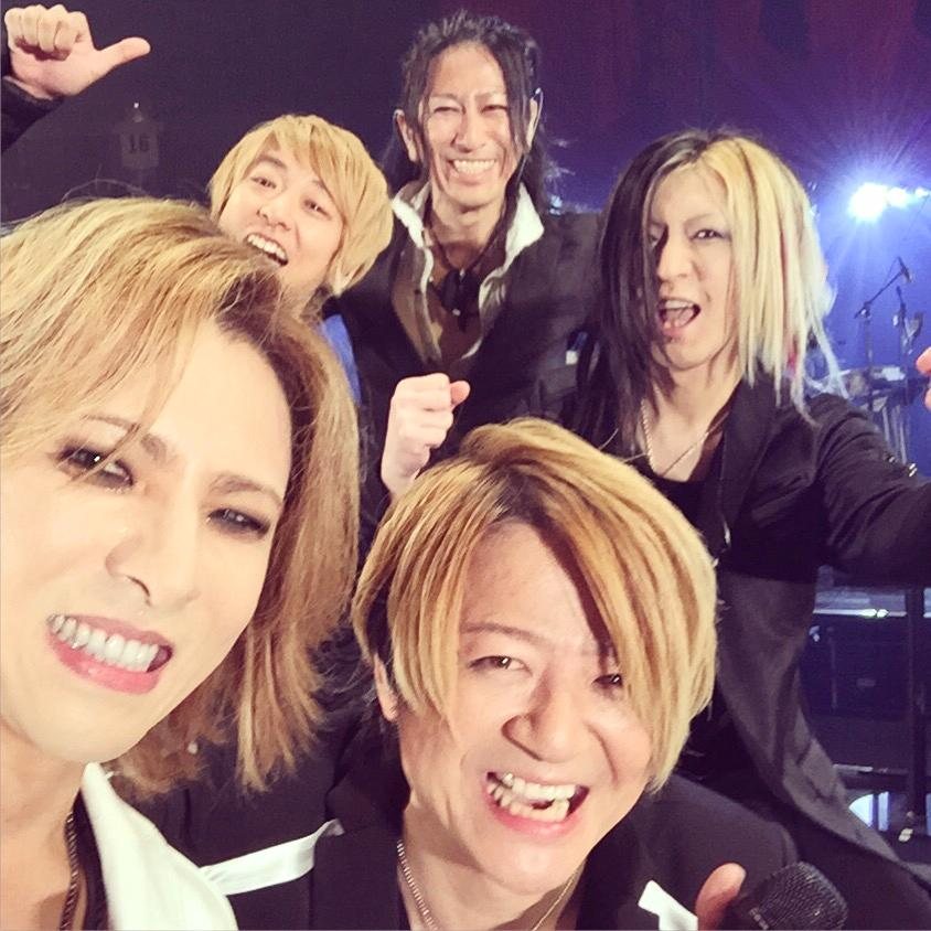 Pic at #TokyoDome on stage w/ @TE_RUR_ET @HISASHI_  #Takuro #Jiro @glay_official GLAY 20 years anniversary!Thank you! http://t.co/BFKNMvaR4j