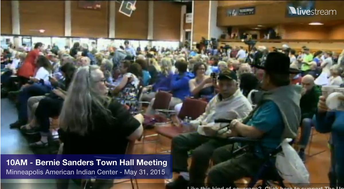 Full house for #BernieSanders town hall in Mpls. Live video: http://t.co/NRq23j5U49 @SenSanders #Bernie2016 http://t.co/Li8EjZOZli