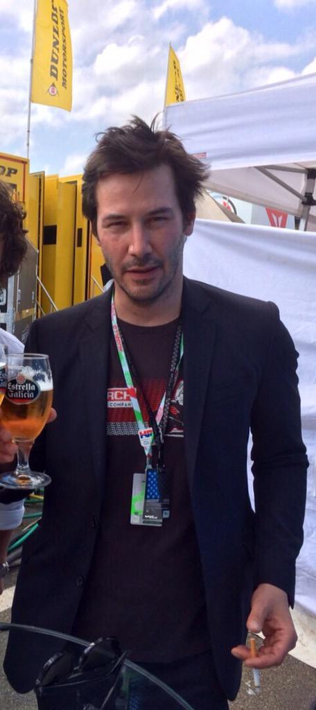 Keanu Reeves también tiene claro cual es la cerveza más #exageradamentebuena http://t.co/1ljtXSQu6u