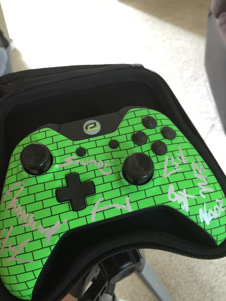 Happy 5k everyone! RT for your chance to win this #GreenWall autographed #Scuf (Ends Friday June 5th) http://t.co/co84xx5zv8