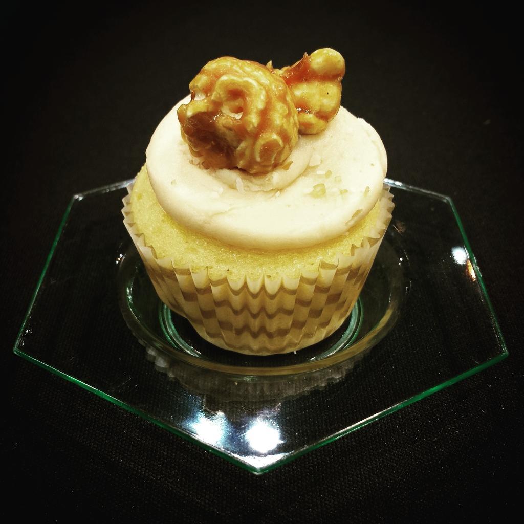 Salted Caramel Cupcake with a Chicago (@GarrettPopcorn) twist! Found at the Sumitomo Dainippon Pharma booth. #ASCO15 http://t.co/m1mC4pUTuq