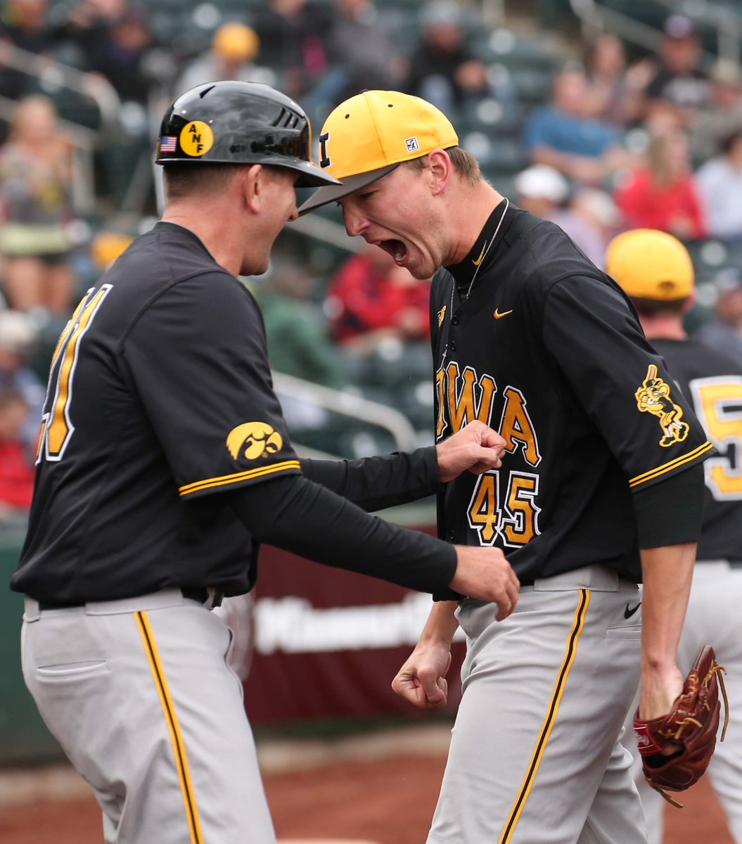 Iowa Baseball (@UIBaseball): This is the reaction when you get out of a bases loaded, nobody out jam!  #LetsDoItAgain #Hawkeyes @NickHibbing http://t.co/8FaW6UaHLo