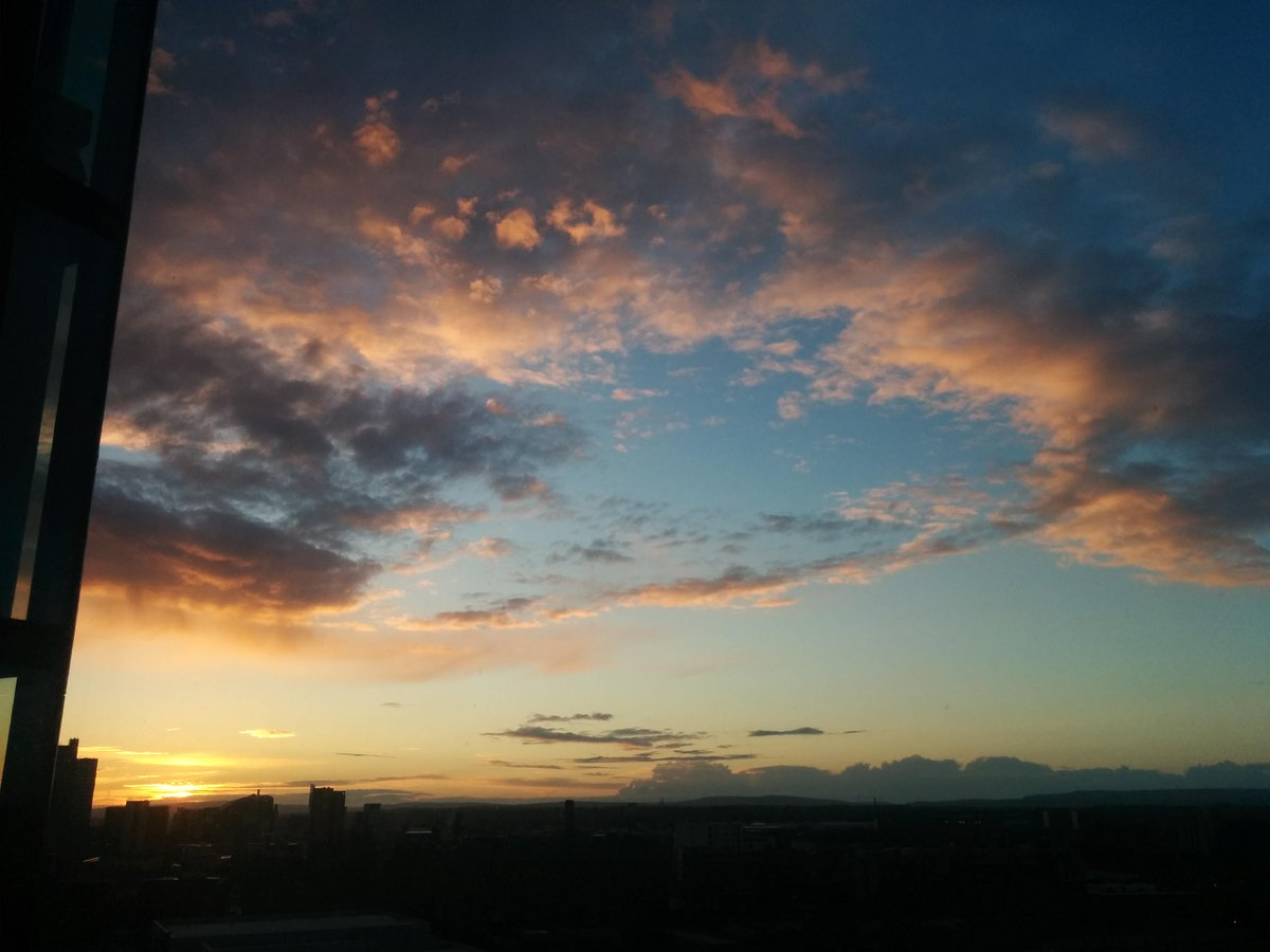 Sunset above Manchester this evening... http://t.co/0sciTOBMQI
