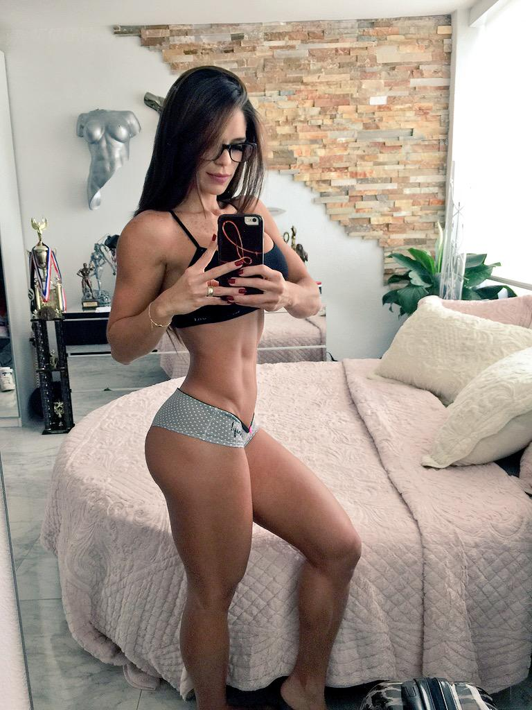 If you give me one Retwett I follow back! #michellelewin #lacuerpa http://t.co/0ASRhOWTP0