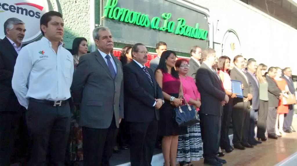 COBAED (@COBAEDoficial): #HonoresalaBandera #Junio @SEED_Dgo #EducamosGanadores #SólolosMejores @chuycabrales @HectorVelaV @juangamboagar http://t.co/ZsXucC5a7v