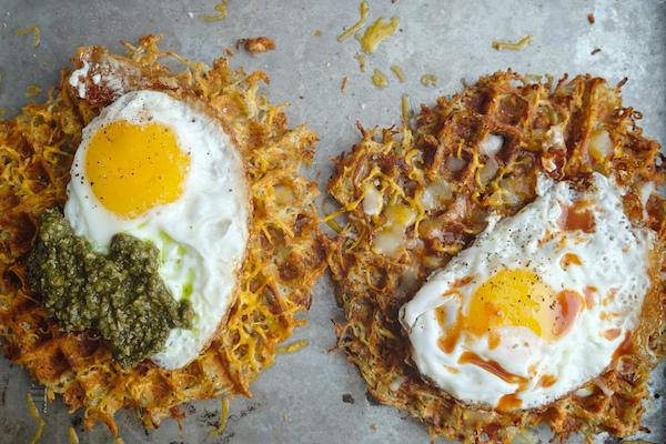 Look what happens when you put shredded potato in a waffle iron! HASH BROWN WAFFLES!  http://t.co/oov3JsFr0I http://t.co/uJrdCKwGtB