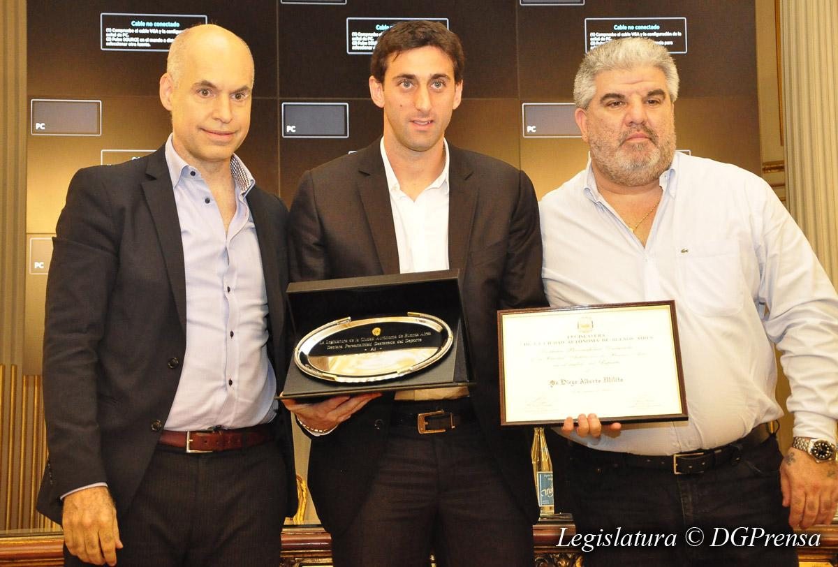 Diego Milito es Personalidad Destacada del Deporte http://t.co/xAUkuhexaW http://t.co/M7mj1cYBji