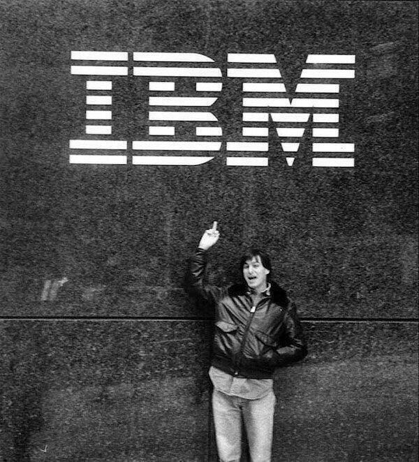 Steve Jobs giving IBM the finger in 1983 ! #Epic #Photo #SteveJobs #Apple #Iphone #IBM http://t.co/2ahSaFYQR1