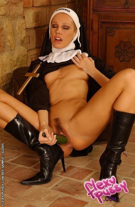 Поймал монашку порно