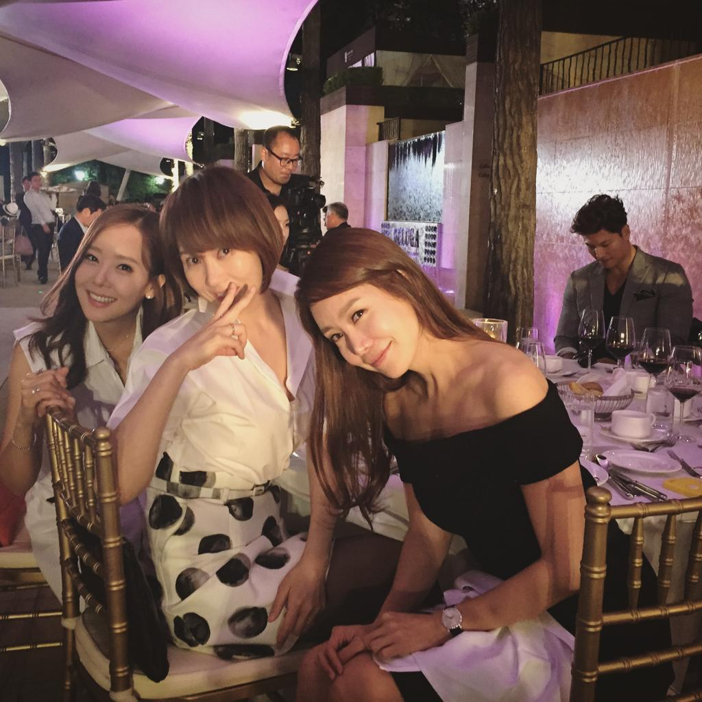 너무나 멋졌던 재욱오빠결혼식^^ 주인공보다 신난 우리 테이블♡ http://t.co/3DvtMtQ1dj