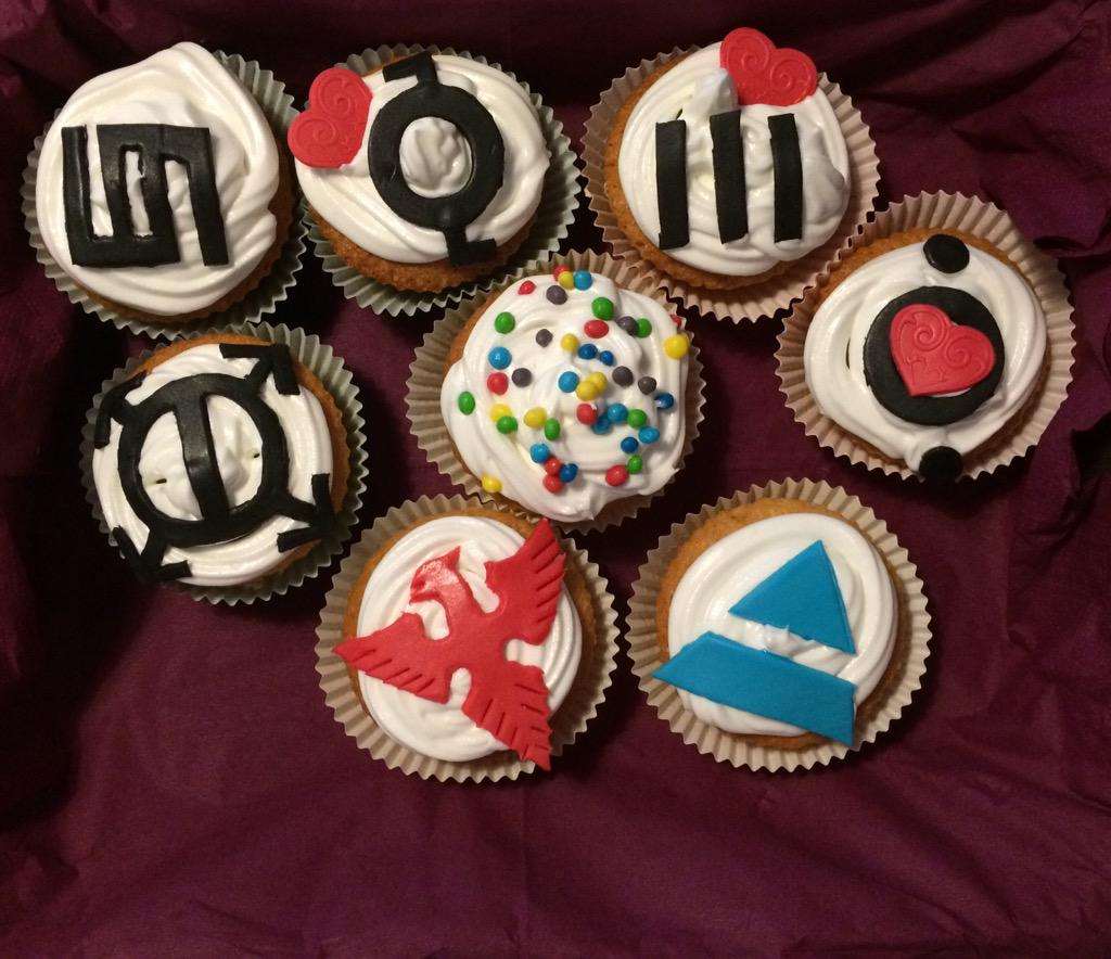 RT @simoechelon71: @30SECONDSTOMARS @JaredLeto Do you like #Mars cupcakes made by @Ila_76 for my Birthday ???? http://t.co/AOsX043KHg