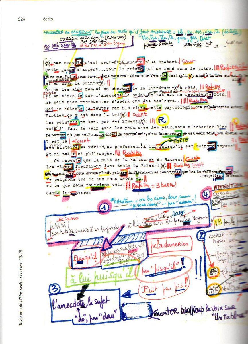 ストローブ=ユイレ『ルーブル美術館訪問』の台本。ディクションの指示が凄くて、ほとんど楽譜状態。あと余白の書き込みがすさまじい。ページによってはこの上からさらに小さなノートが貼り付けてあったりする。ほぼ全ページこんな感じ。 http://t.co/ACBmNtKmUJ