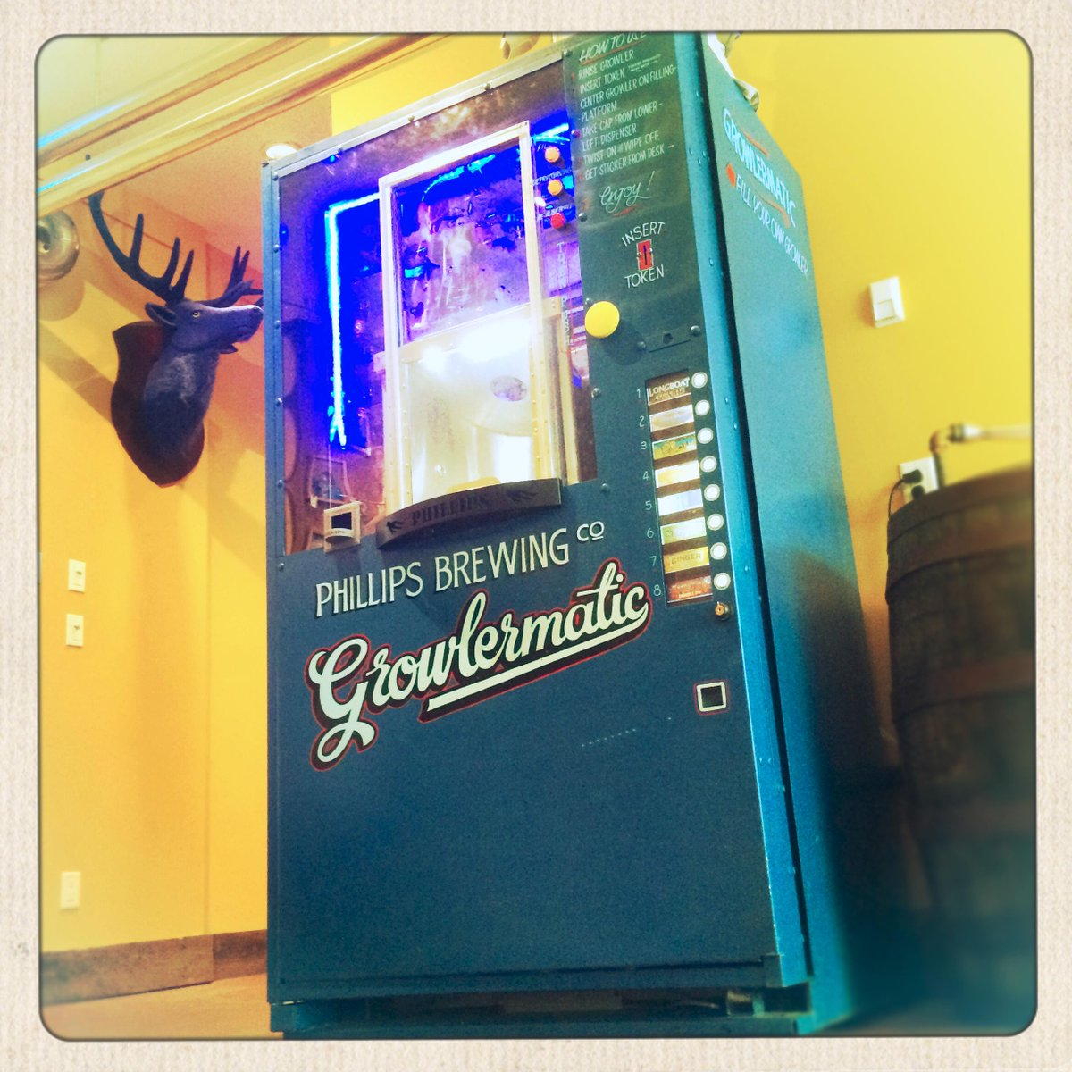 Growlermatic for the people! Our new growler filling machine depressurizes your growler too: http://t.co/teGNm3MOTo http://t.co/wLaibRa4i4