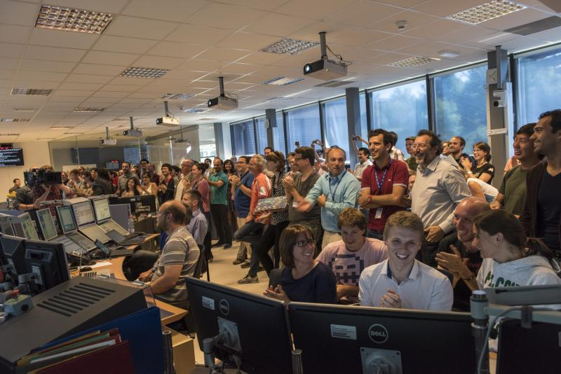 A very happy #ATLAS Control Room! (Image: Pierre Descombe/CERN) #13TeV http://t.co/jjxzeUzqs2