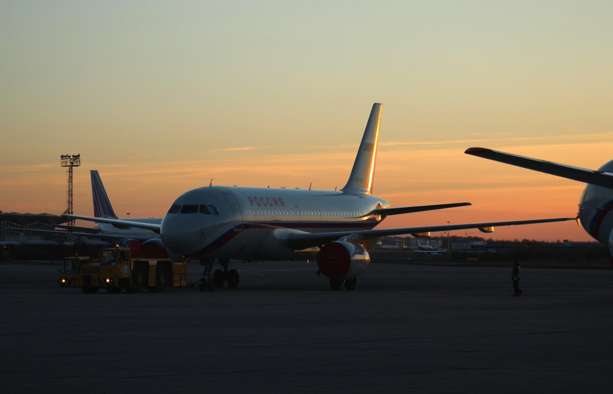 В Петербурге наступает самая прекрасная и романтичная пора - белые ночи. Прилетайте вместе с любимыми! http://t.co/x7rGCA20AA