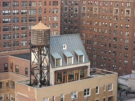 Wauw, meer waarde op het dak met een #dakopbouw... @NickvdZwet @RudolfZijlstra @DroomHome #wooninspiratie http://t.co/swtNXGs3lD