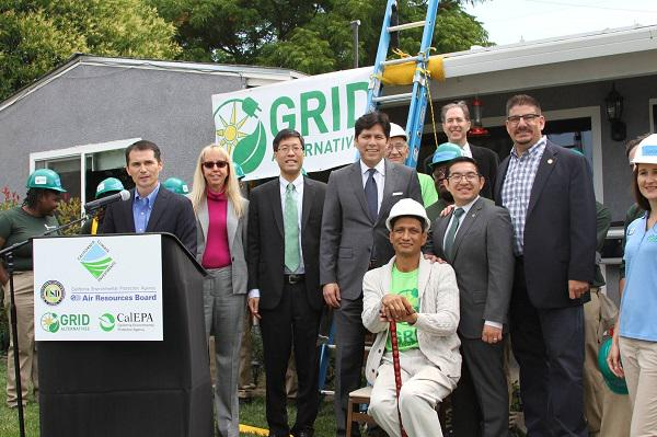 Free Solar Power in California: Thanks,Cap-and-Trade! http://t.co/zzSDbdLTZi http://t.co/5AN5ko9wpy