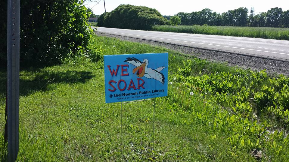 Neenah Library (@neenahlibrary): Show us your yard sign!  #wesoar #summerreading #neenahlibrary http://t.co/z4MDQjwNzC