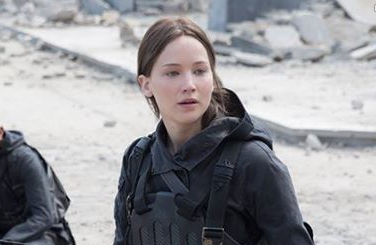 Jennifer Lawrence Reveals First Look at 'Hunger Games: Mockingjay Part 2'