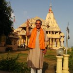 RT @jagdishshetty: Jai Somnath ! Dr @Swamy39 outside the Somnath Temple after morning Aarti today http://t.co/I6zPiMS8ww