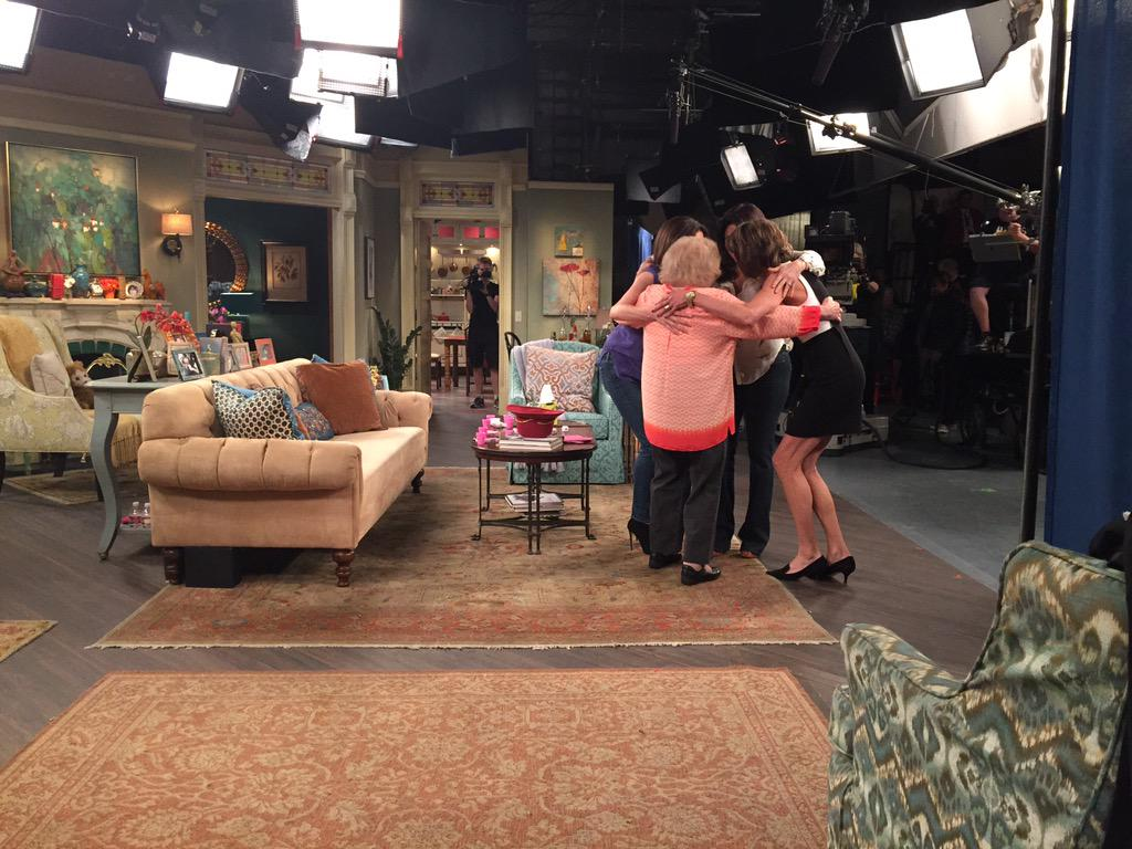 Sorry- THIS was our final group hug. #hotincleveland #ThanksForTheLaughs http://t.co/0yc0MJDxmu