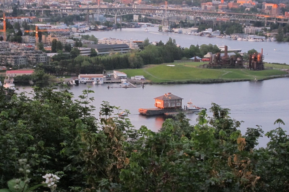 View from Queen Anne of the 1920s house being moved from Seattle to Bainbridge Island tonight http://t.co/YX4KUR7EI9