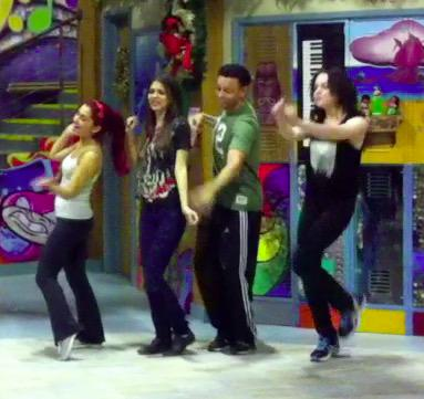 Oh snap! It's TBT! Look at this NEVER BEFORE SEEN PIC! Dance rehearsal w/ @ArianaGrande @VictoriaJustice @LizGillies http://t.co/Quhyd1IYgP