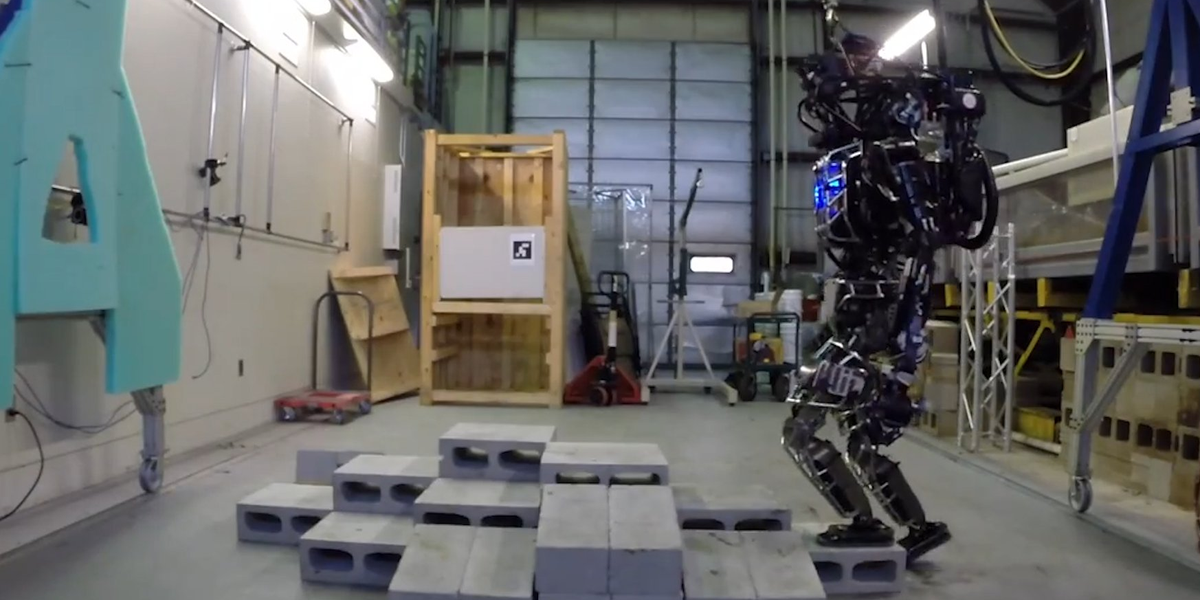 VIDEO. This MIT robot can use a drill, open doors & even see