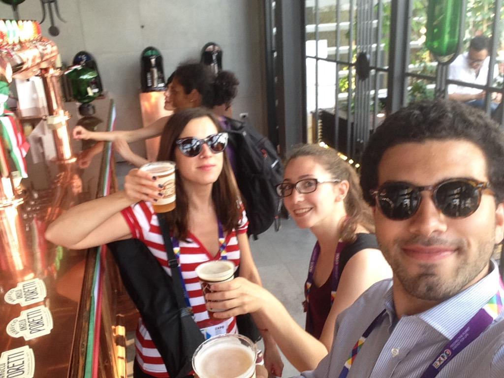 A @BirraPoretti si brinda alla seconda inviata di #gnelab @MartinaTradate per @gNellerba insieme a @GiorgiaBurzz http://t.co/RTfbYhp2QS