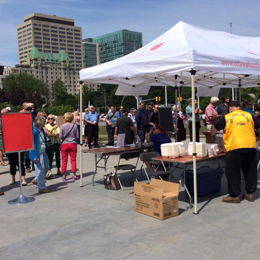 The line ups have started and the burgers are ready! Come on down for a $10 lunch supporting our #FoodAid program! http://t.co/UfJjZeRwZy