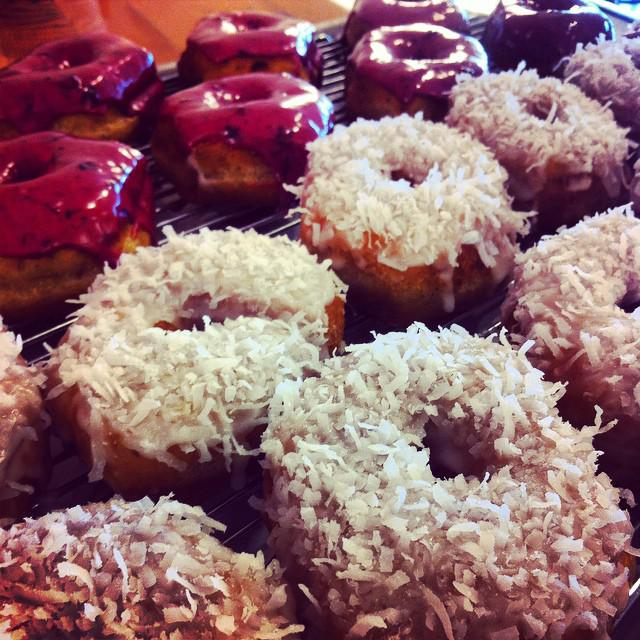 Celebrate #NationalDonutDay with Vancouver's best @Cartemsdonuts @Dirty_Apron @luckysdoughnuts A must EAT! http://t.co/E5uVFw6VNz
