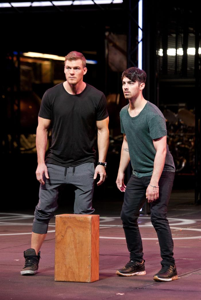 It's @joejonas and @alanritchson training to become Blue Men! See how they do next Tuesday on @NBCICanDoThat. http://t.co/6CCQlwlwKu