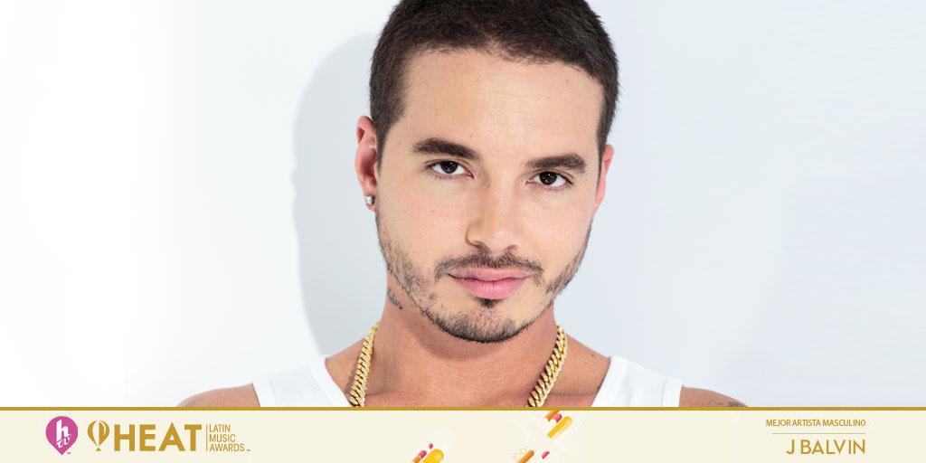 "Medellín vibra. Colombia vibra. Latinoamérica vibra. @JBALVIN gana ""Mejor Artista Masculino"" en #PremiosHeat"