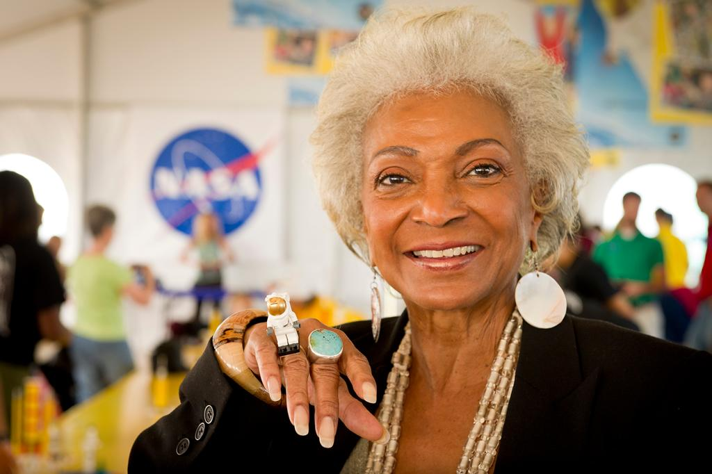 Rep for @StarTrek actress Nichelle Nichols updates fans on her condition. http://t.co/mhIBLsRDJi http://t.co/fu3X9vuc5F