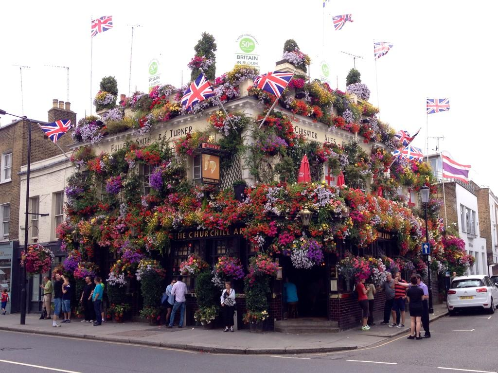 We asked @Matthew_Pottage for a  #HangingBaskets guide for GQT. He took us to @ChurchillArmsW8 http://t.co/L4SBWNhVAb http://t.co/DrEmBOHjMB