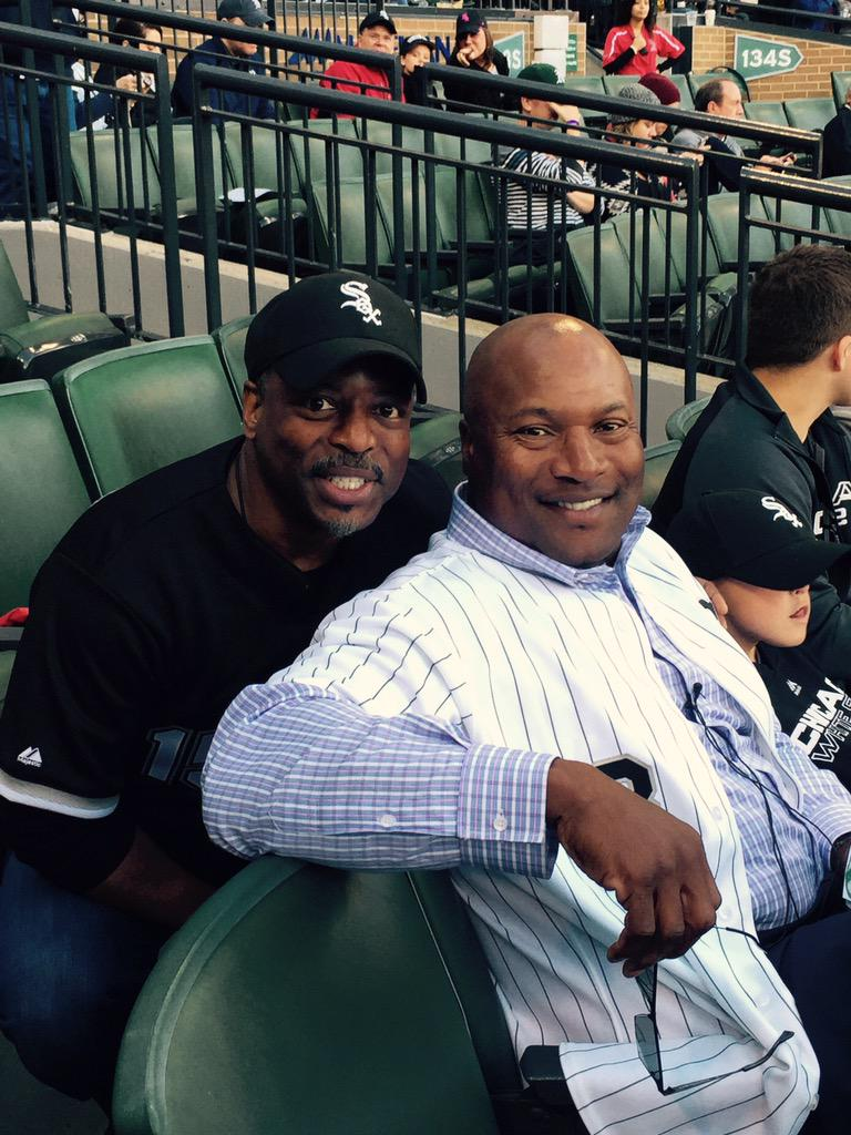 Yo! @levarburton and @BoJackson at the @whitesox game! ⚾️❤️ http://t.co/H63lnwUBkM