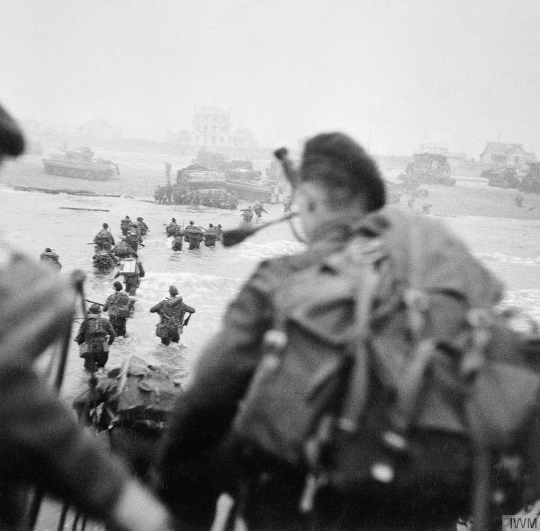 #OnThisDay 1944: D-Day – Allied troops land on the beaches of Normandy #WW2 #DDay http://t.co/OZKKMDzSJb