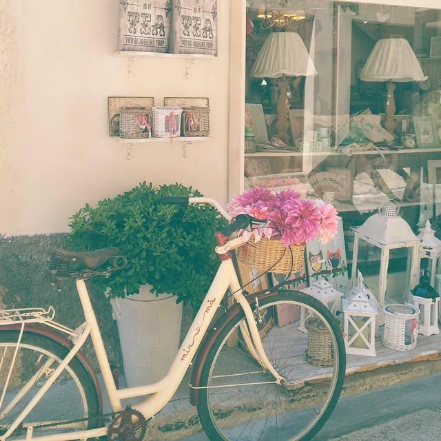 Lovely shop in Santanyí: miramà #santanyi #mallorca http://t.co/reTdoZqpyY