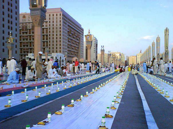 Iftaar in Madinah http://t.co/PGkl7TE4NN