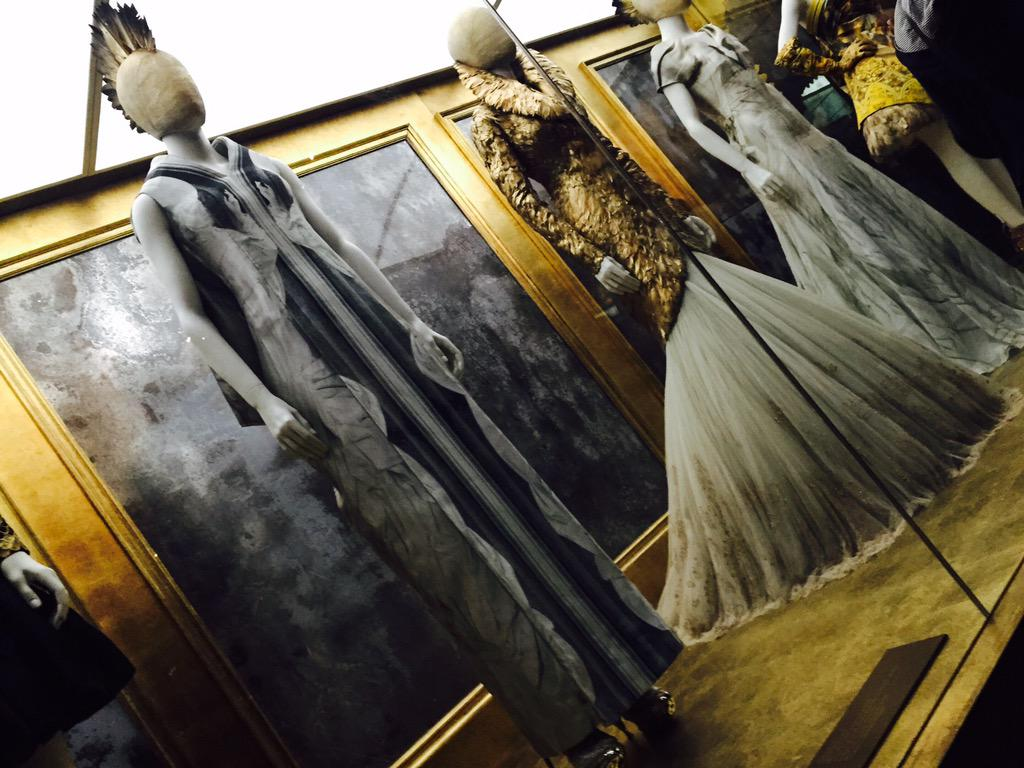 Must see in London, the incredible #SavageBeauty exhibit. #AlexanderMcQueen More on http://t.co/O5dGxr0Gvq http://t.co/O368D6RgGv