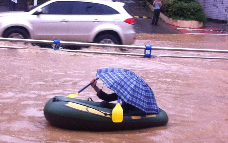 Just another Mumbaikar going to work during the rains. Nothing to see here. #MumbaiRains #sarcasm http://t.co/zpVRMEmaa8
