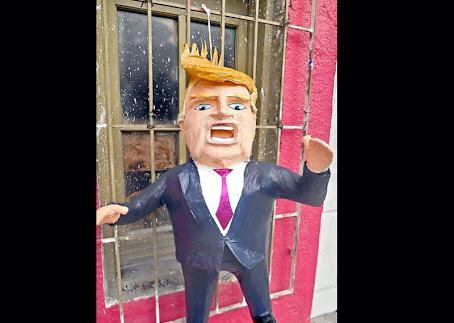 MTYFOLLOW® (@mtyfollow): Prohíben romper piñatas de @realDonaldTrump porque al igual que a  la persona que representa, sólo están llenas de KK http://t.co/7xX8xL96R7