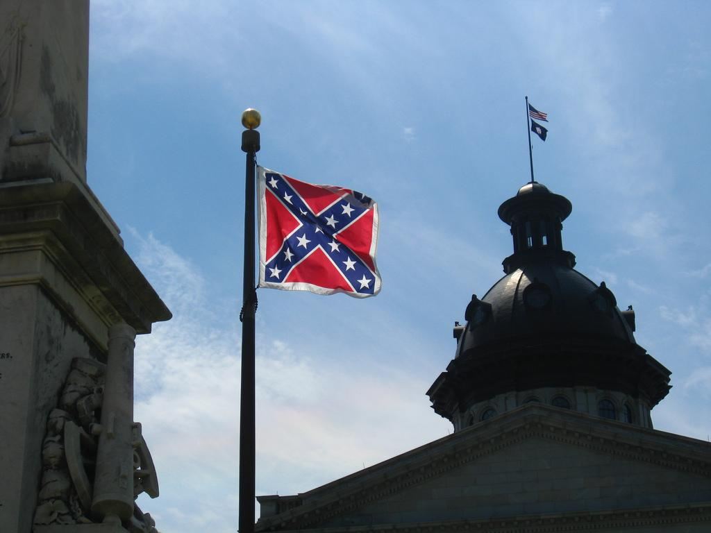 UPDATE: 340,000+ sign @MoveOn petition to remove SC Confederate flag http://t.co/nh5fZsWTAQ #chs #charlestonshooting http://t.co/KWTGdVHKiW