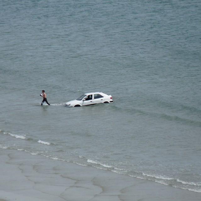 #crozon l'horreur !  Après les requins,  les voitures attaquent les baigneurs #tw from my … http://t.co/nw7mRiOKIS http://t.co/1adzH28vfC