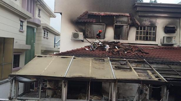 Video: 3 @scdf firefighters injured in this dorm fire in choa chu.