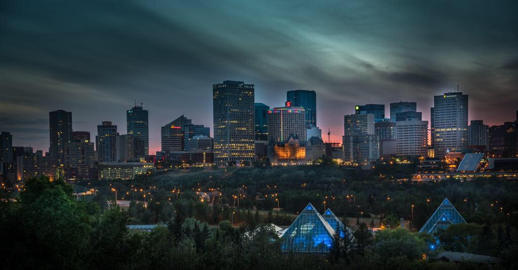 The City is a little darker tonight. The Sun will rise tomorrow, as will we, with heavy hearts. #EPSstrong #YEG http://t.co/yIh1Xz9BTz