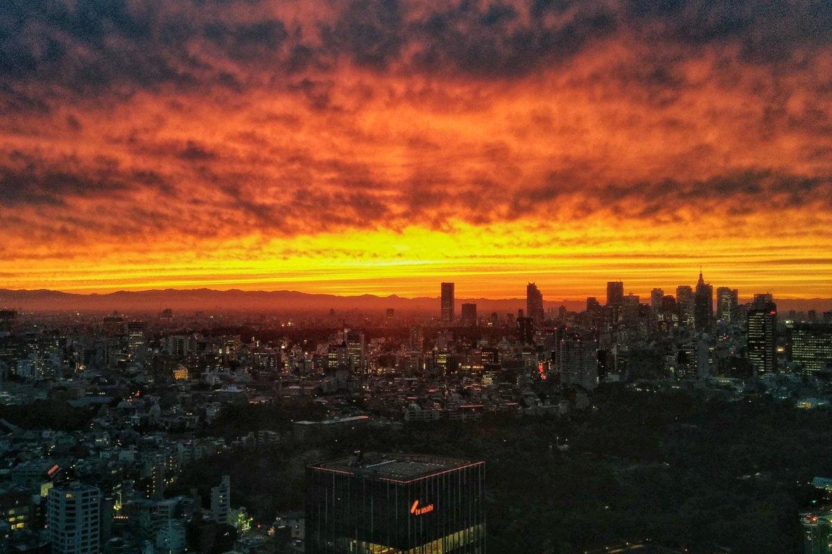 東京の空すごかった http://t.co/EyK056NBq7
