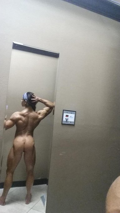 Veins,boobs and booty! I love getting lean again! Then again I'm always lean.:)~ http://t.co/QBBJ0hv